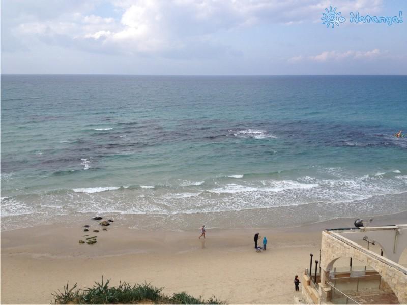 """Пляж """"Blue Bay"""" в Натании - пляж """"Блю Бэй"""" в Нетании, пляж """"Синяя бухта"""", северный пляж"""