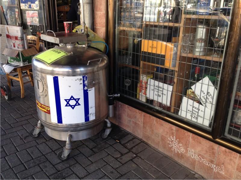 Винно-табачный магазинчик на улице Герцеля в Натании (Нетании)