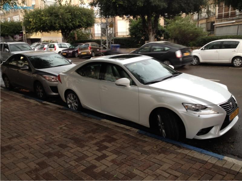 Особенности национальной парковки - как ездят в Натании