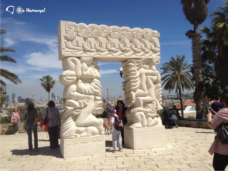 П-образная арка с орнаментом по мотивам истории Израиля